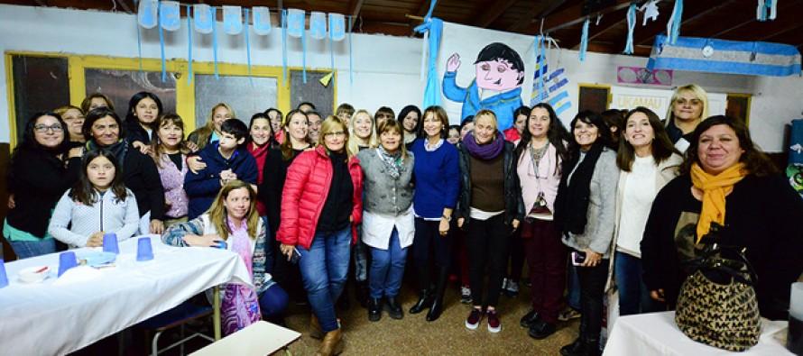 """Alicia Aparicio visitó la Escuela N° 3: """"Entre todos podemos hacer una escuela pública mejor"""""""