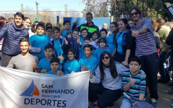 Los alumnos de la Escuela Municipal de Tenis asistieron a la exhibición del trofeo de la Copa Davis