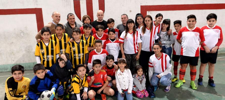 """Alicia Aparicio visitó el Club Social y Deportivo """"El Expreso"""""""