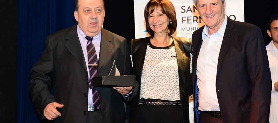 En el Teatro Martinelli se realizó un reconocimiento a comerciantes y productores por su trayectoria