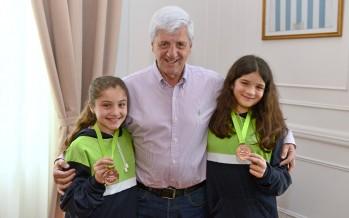Reconocimiento a dos deportistas que obtuvieron medallas en los juegos bonaerenses