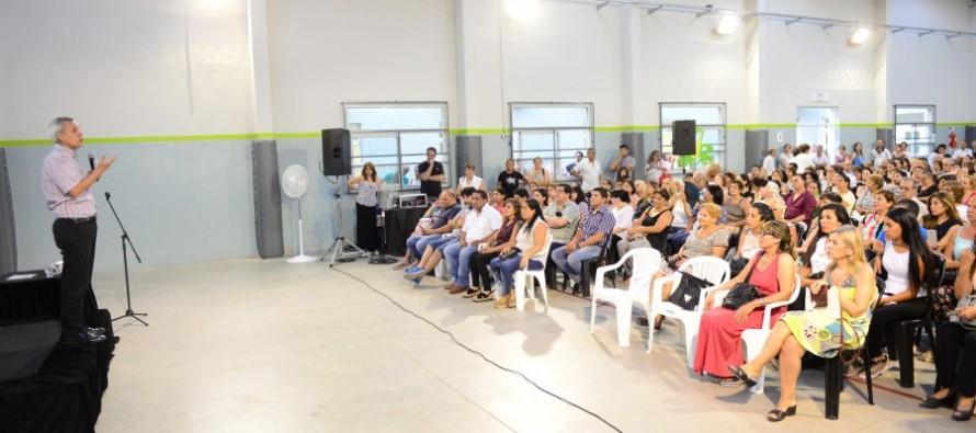 Stamateas presentó su libro 'Calma Emocional' en el Polideportivo N°6