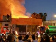 Un incendio destruyó una fabrica de muebles en Carupá