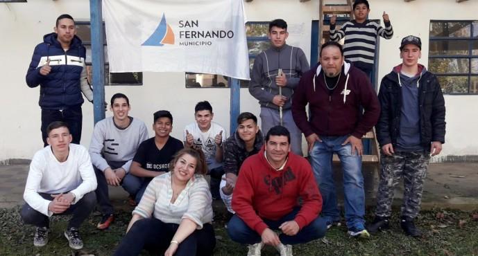 Los chicos del Centro Convivencial Terapéutico ayudan a refaccionar la EPB N° 12 del arroyo Paraná Miní