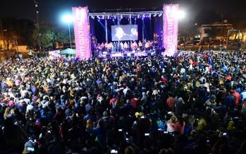 Miles de vecinos disfrutaron del Festival Tropical en la Plaza Carlos Gardel