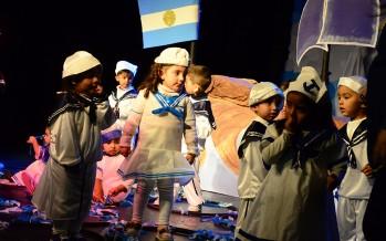 Los jardines maternales municipales festejaron el Día de la Bandera en el Teatro Martinelli