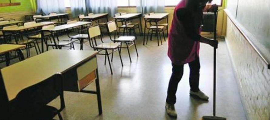 Pamela Ortiz, secretaria general de ATE en nuestra ciudad, denunció falta de pago a auxiliares de escuelas