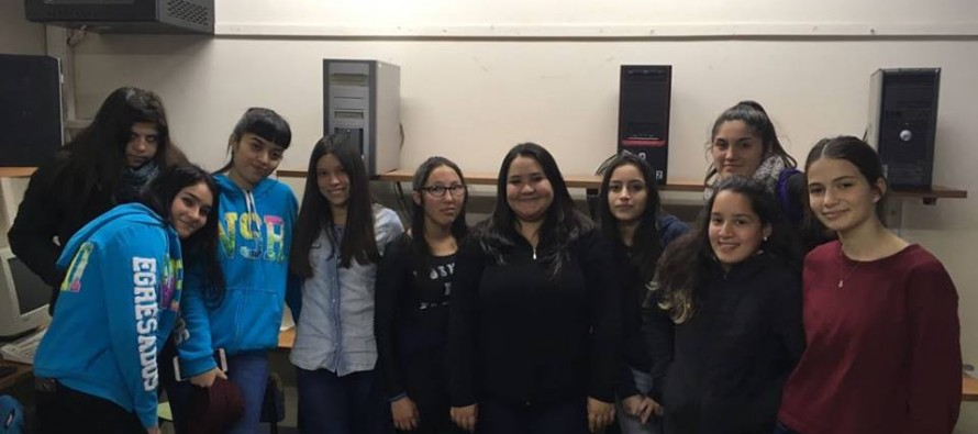 El Club de Chicas Programadoras se presentó en el Colegio Nuestra Señora del Rosario