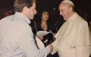 Alex Campbell con el Papa Francisco