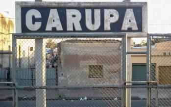 Denuncian el precario estado del puente peatonal de la Estación Carupá