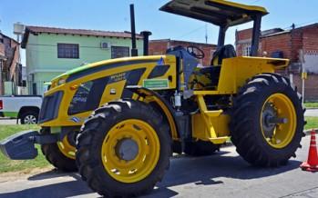 El Municipio adquirió un tractor para limpieza hidráulica