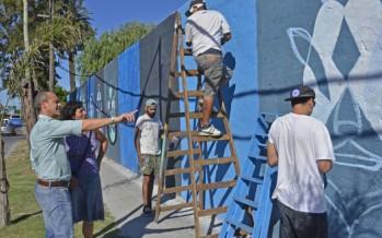 """El grupo """"Click"""" pintó un mural en Ruta 197 y Avenida Sobremonte"""