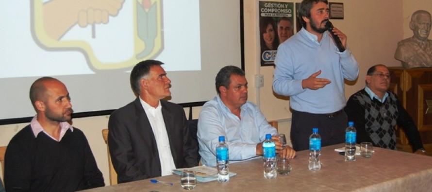 Carlos Castagneto visitó San Fernando para encabezar un acto