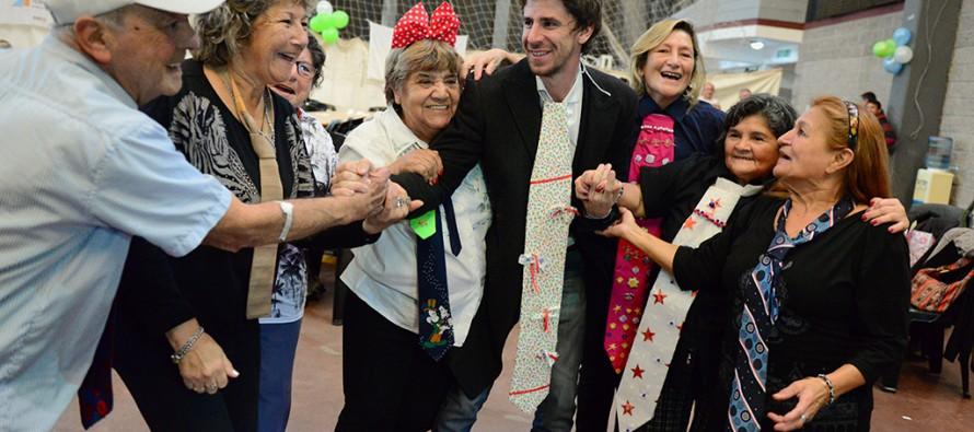 Segunda fiesta de los centros de jubilados y adultos mayores en el Polideportivo N° 1