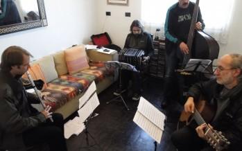 Quique Sinesi, Walther Castro, Mono Hurtado y Fraser Fifield fusionan la música celta y el tango en un disco