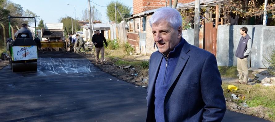 Con el Plan de Mejoramiento de Barrios se asfaltó la calle Demarchi en el barrio Alvear