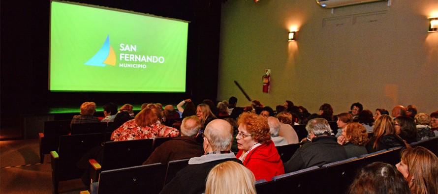 """Se proyectó el film """"El espejo de los otros"""" en el Teatro Martinelli"""