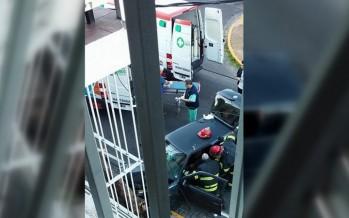Un conductor perdió el control de su auto y embistió un árbol en Presidente Perón y Maximino Pérez
