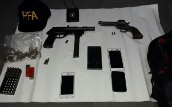 Detienen a dos hombres con armas de guerra en Chacabuco y Callao