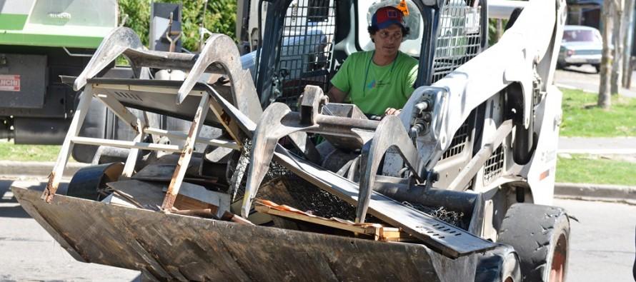 Operativo de limpieza en el barrio Santa Rosa