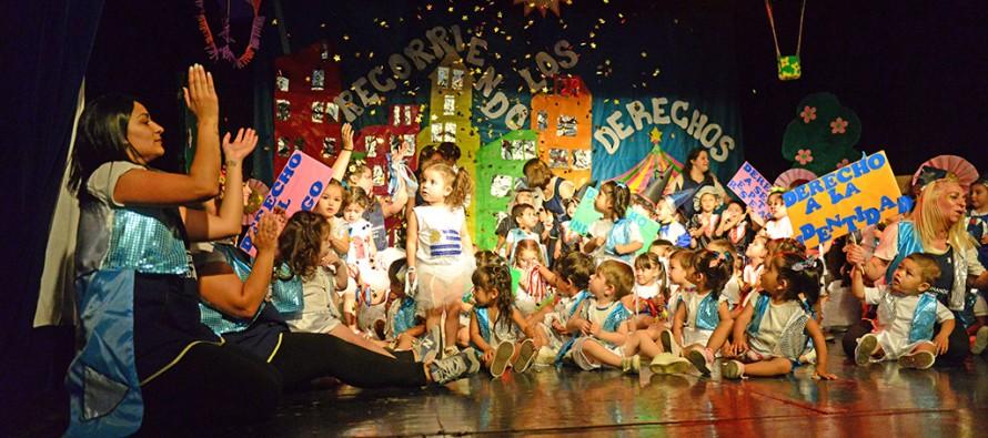 Las Unidades de Desarrollo Infantil realizaron el cierre de año en el Teatro Martinelli