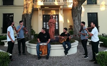 """La Sacha Fuga participó del video en formato """"Tocando en Red"""" junto a Raly Barrionuevo, Verónica Condomí y Jorge Fandermole"""