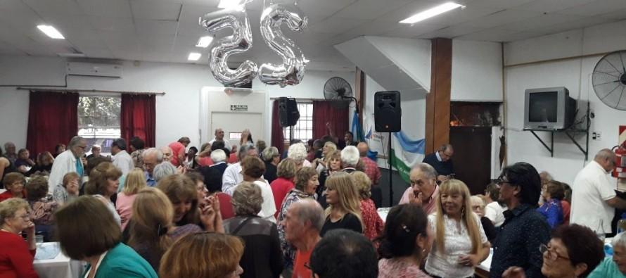 El Centro de Jubilados 'Barrio Fate' festejó su 25° aniversario