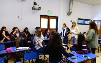 Taller sobre inserción laboral para estudiantes que realizan pasantías en el municipio