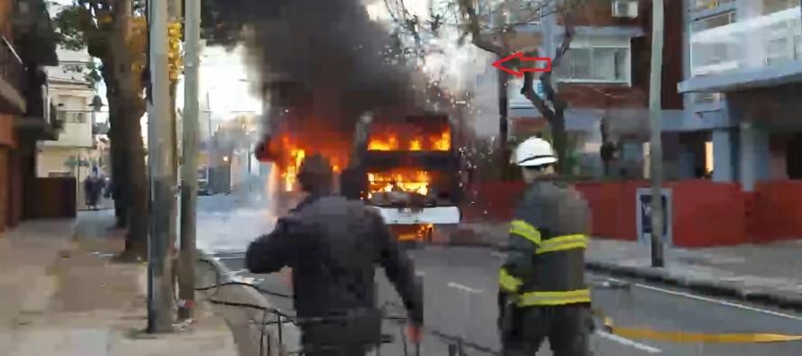 Se incendió un colectivo en Perón y Alsina