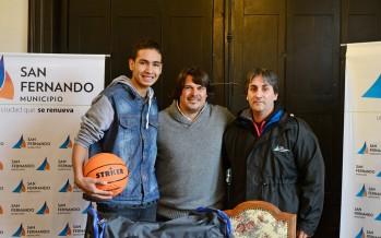 Distinción al basquetbolista juvenil Santiago Coronel