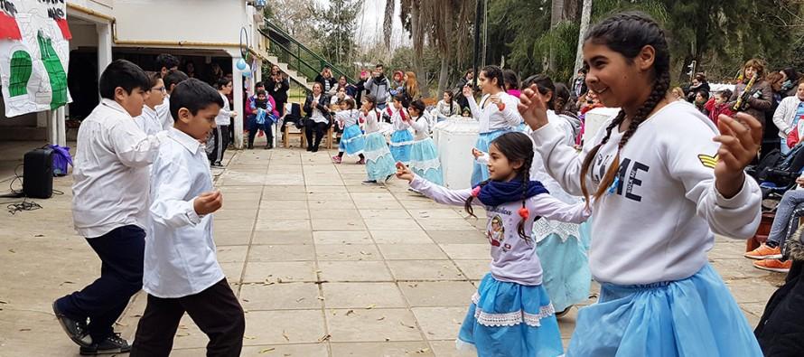 Las escuelas isleñas celebraron el 9 de Julio en Felicaria