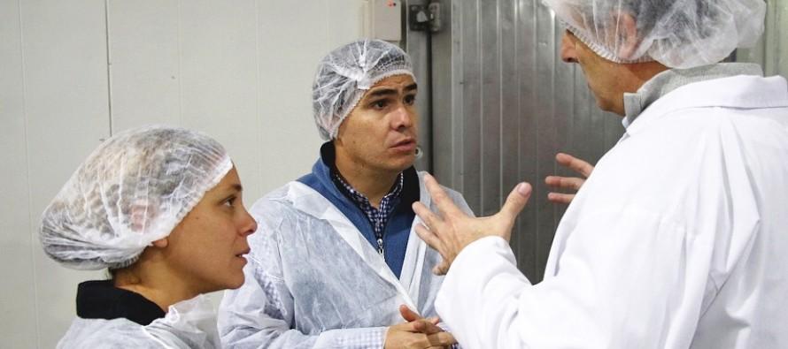 El ministro de Producción visitó la planta de Bimbo en Victoria