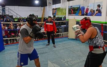 Noche de box en la Escuela Municipal de la mano de ´la Pantera´ Farías