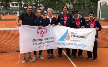 Alumnos de la Escuela de Tenis Adaptado recibieron indumentaria oficial para competir en el Mundial