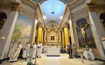 El obispo Ojea inauguró el nuevo altar de la Parroquia Aránzazu a un año de su renovación