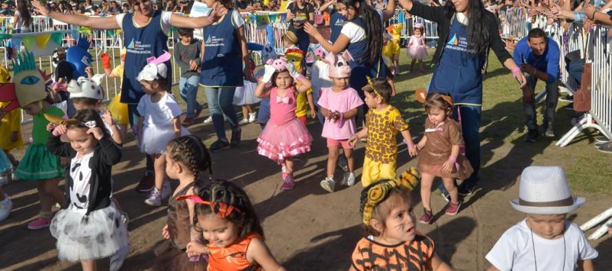 Desfile de carrozas de los jardines maternales de nuestra ciudad