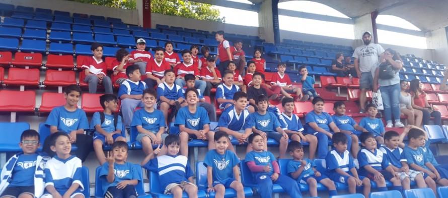 Las Escuela de Fútbol 'Las Tropas'y 'Artesanos' alentaron al Matador