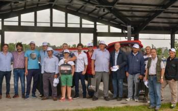 Productores del Delta recibieron un tractor y herramientas para el desarrollo del mimbre