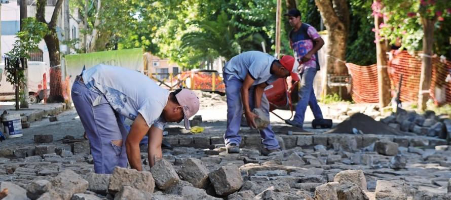 Reparación del adoquinado de la calle San Ginés desde Alvear hasta Colón