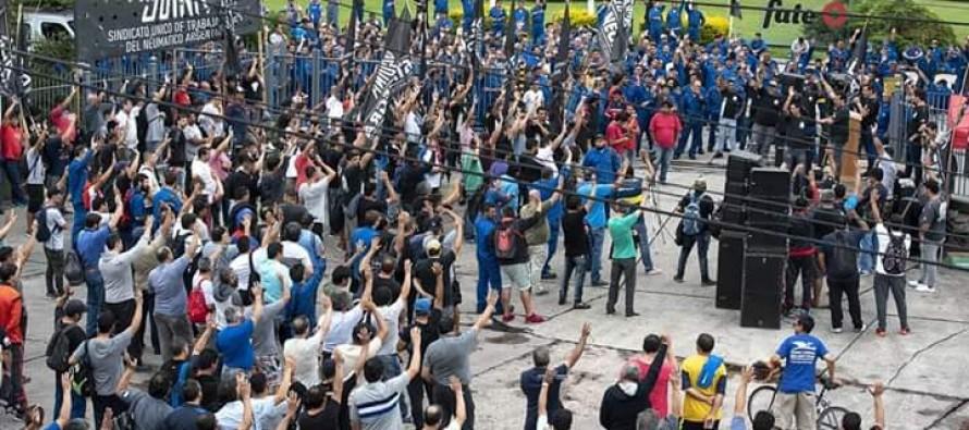 Trabajadores de FATE cortaron el Acceso Tigre en defensa de sus puestos de trabajo