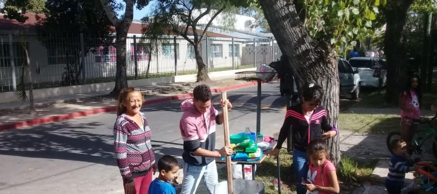 Escuela 3: padres y vecinos armaron una olla popular porque hace ocho meses que el establecimiento no tiene gas
