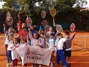 La Escuela Municipal de Tenis continúa con sus actividades