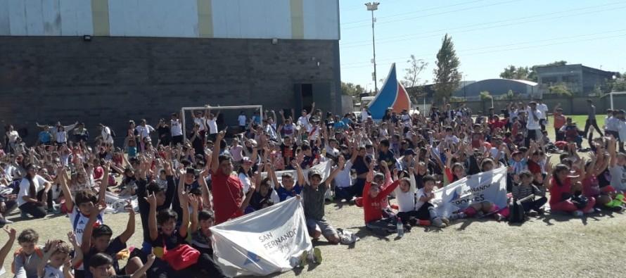 Encuentro de las escuelas municipales de fútbol y hockey en el Poli N° 1