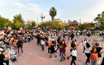 Se realizó una nueva peña folklórica a cielo abierto en la Plaza de los Inmigrantes Italianos