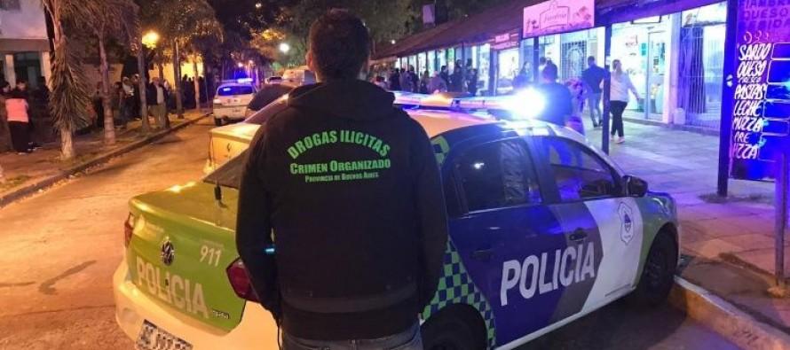 Barrio Infico: detuvieron a dos hombres por comercializar marihuana y cocaína en el interior de los pollos