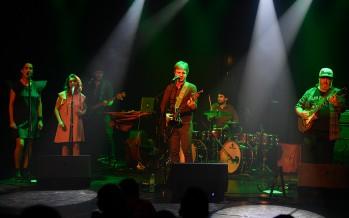 Jorge Araujo y su banda se presentaron en el Teatro Martinelli