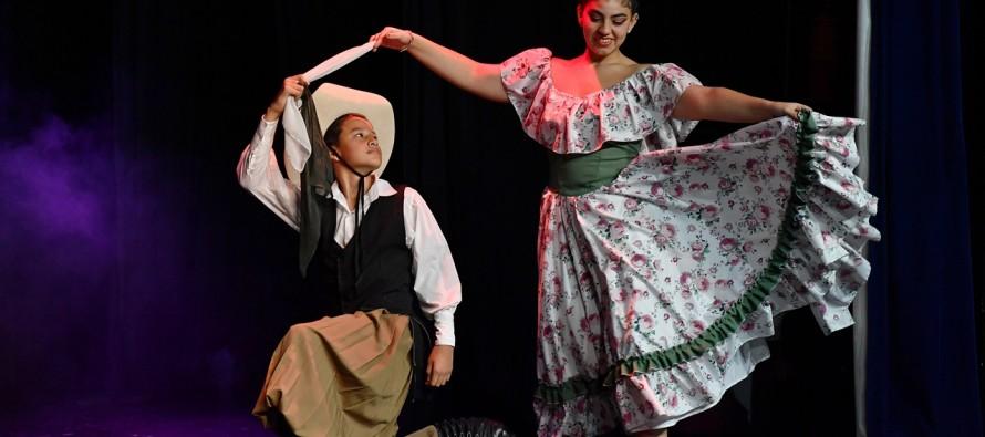 Comenzaron los programas artísticos escolares municipales con diversas muestras en el Teatro Martinelli