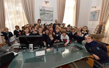Alumnos del Colegio Santa Trinidad visitaron dependencias municipales
