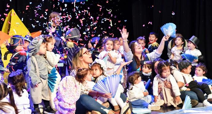 El Jardín Maternal Barrios Unidos realizó una representación por el Día de la Bandera en el Martinelli