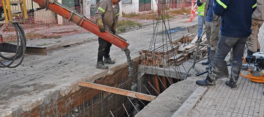 Avanzan las obras hidráulicas en el boulevard Martín Jacobé